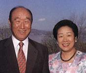 Foto de Rev. Myung Moon y su esposa Hak Ya Jan